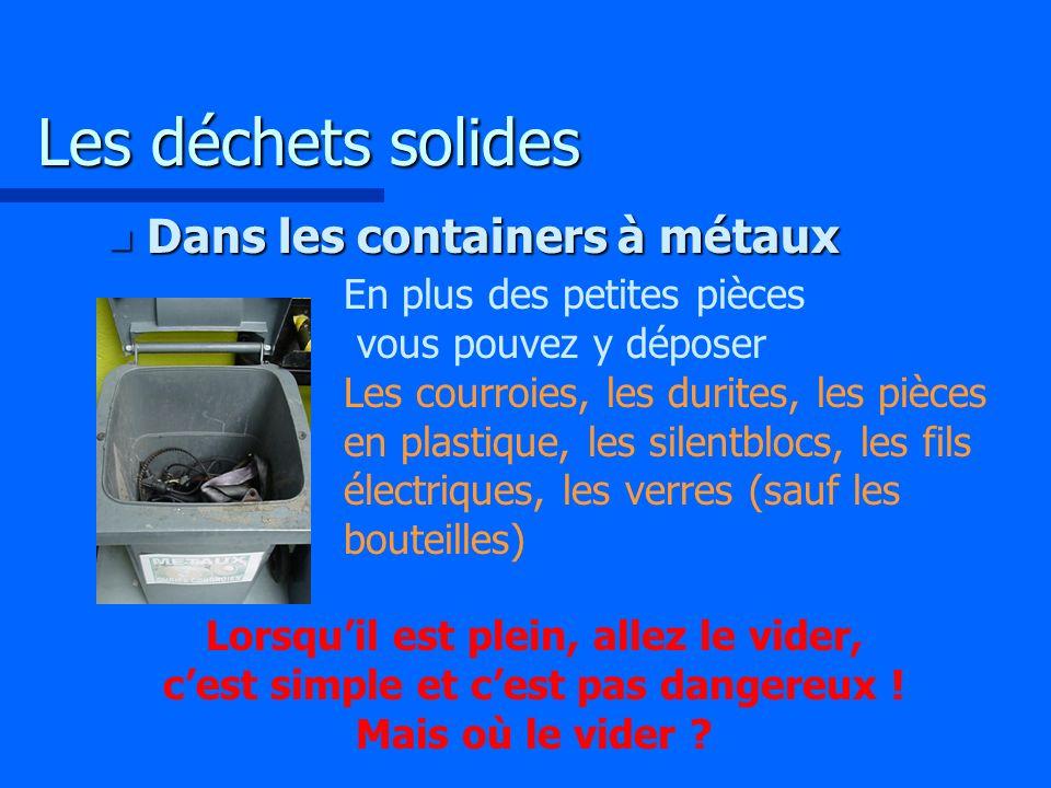 Les déchets solides Dans les containers à métaux