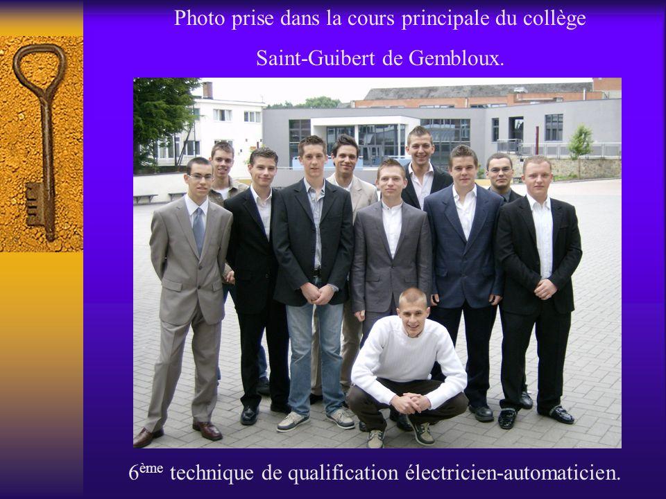 Photo prise dans la cours principale du collège