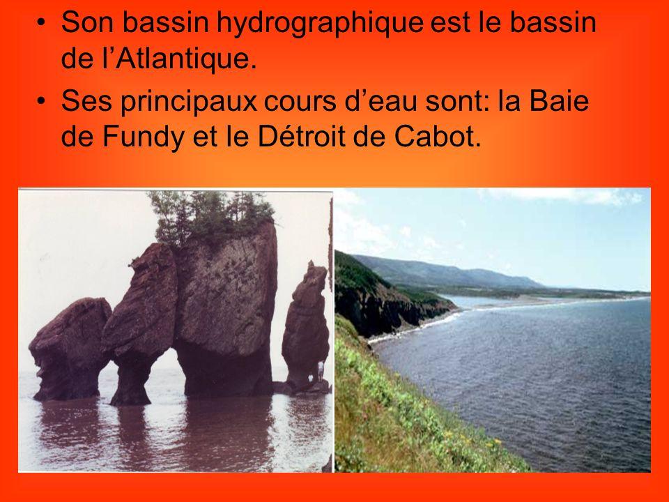 Son bassin hydrographique est le bassin de l'Atlantique.