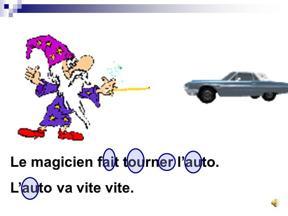 Le magicien fait tourner l'auto.