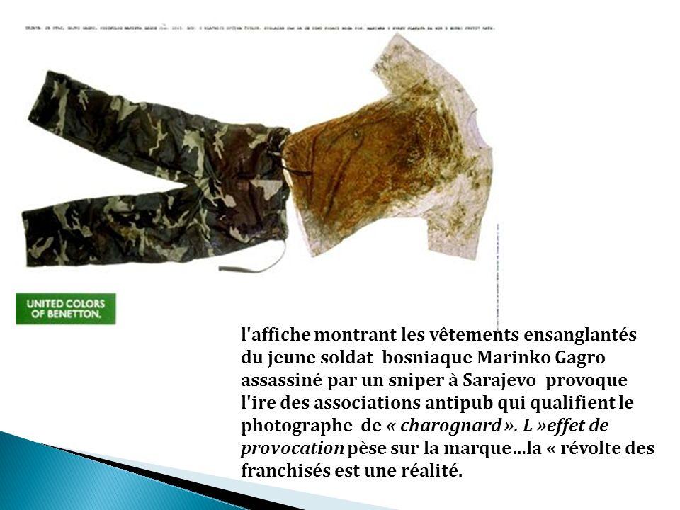 l affiche montrant les vêtements ensanglantés du jeune soldat bosniaque Marinko Gagro assassiné par un sniper à Sarajevo provoque l ire des associations antipub qui qualifient le photographe de « charognard ».