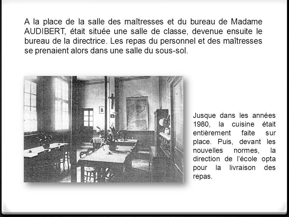A la place de la salle des maîtresses et du bureau de Madame AUDIBERT, était située une salle de classe, devenue ensuite le bureau de la directrice. Les repas du personnel et des maîtresses se prenaient alors dans une salle du sous-sol.