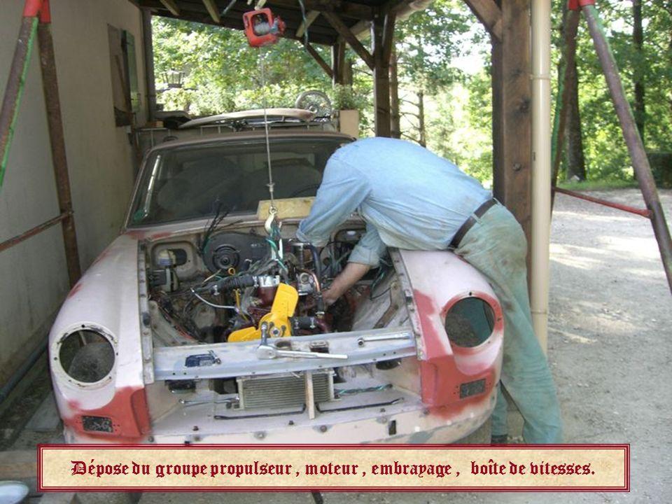 Dépose du groupe propulseur , moteur , embrayage , boîte de vitesses.