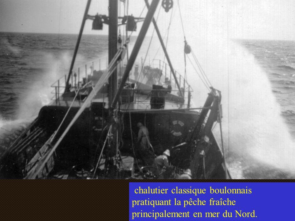 chalutier classique boulonnais pratiquant la pêche fraîche principalement en mer du Nord.