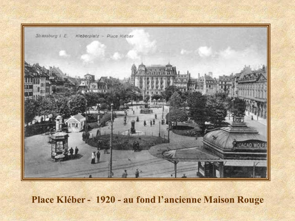 Place Kléber - 1920 - au fond l'ancienne Maison Rouge
