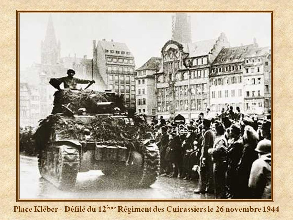 Place Kléber - Défilé du 12ème Régiment des Cuirassiers le 26 novembre 1944