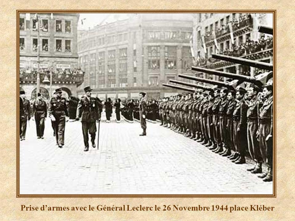 Prise d'armes avec le Général Leclerc le 26 Novembre 1944 place Kléber