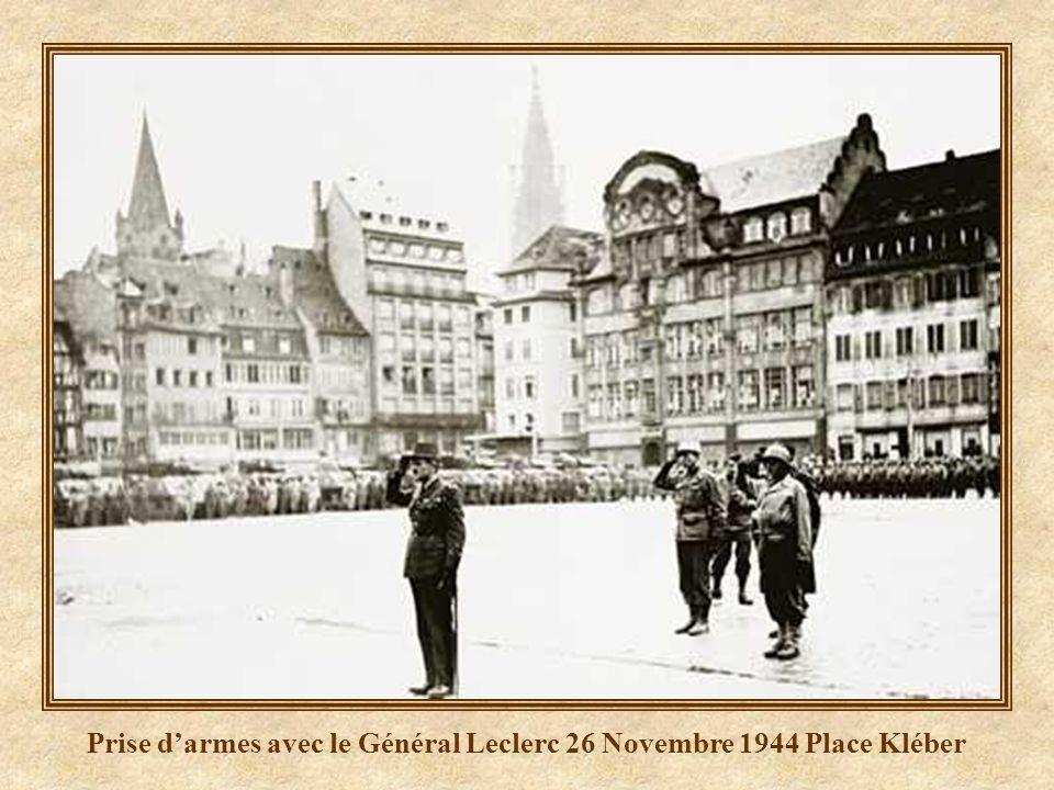 Prise d'armes avec le Général Leclerc 26 Novembre 1944 Place Kléber