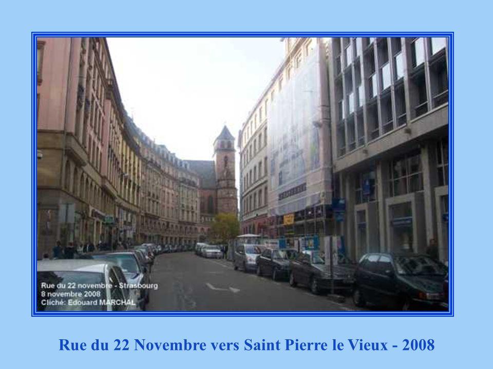 Rue du 22 Novembre vers Saint Pierre le Vieux - 2008