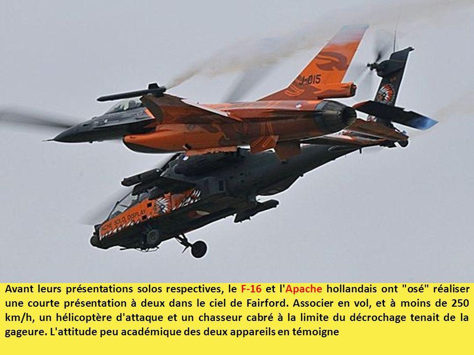 Avant leurs présentations solos respectives, le F-16 et l Apache hollandais ont osé réaliser une courte présentation à deux dans le ciel de Fairford.