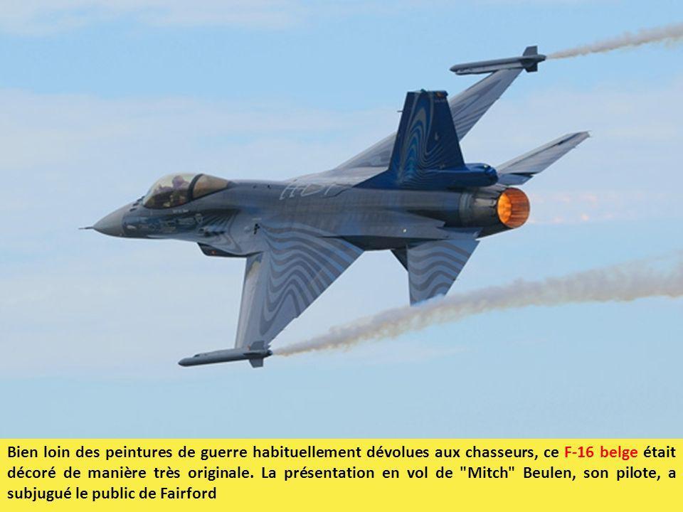 Bien loin des peintures de guerre habituellement dévolues aux chasseurs, ce F-16 belge était décoré de manière très originale.