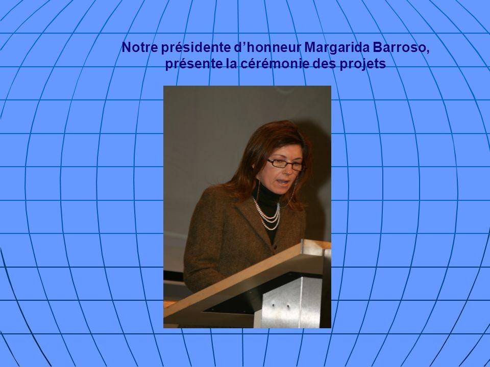 Notre présidente d'honneur Margarida Barroso, présente la cérémonie des projets