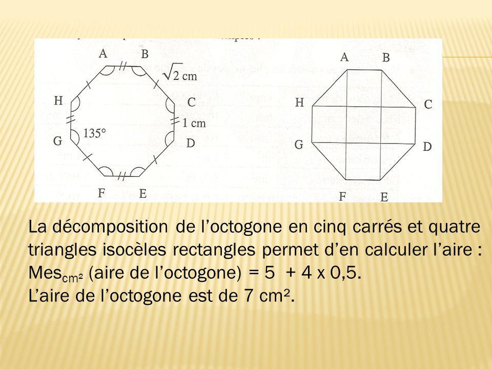 La décomposition de l'octogone en cinq carrés et quatre triangles isocèles rectangles permet d'en calculer l'aire :