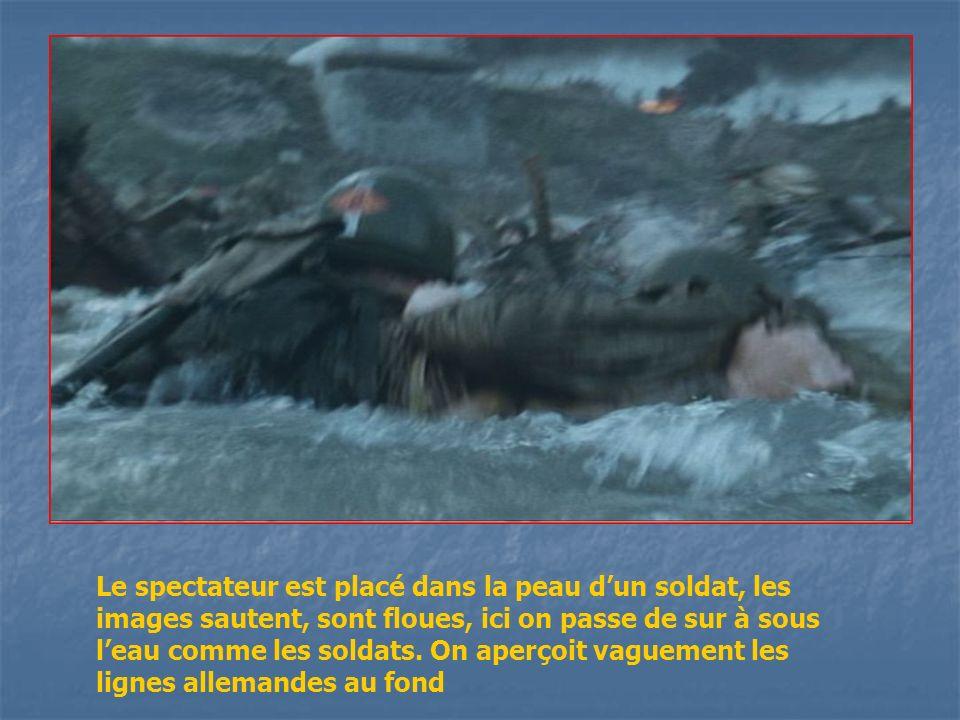 Le spectateur est placé dans la peau d'un soldat, les images sautent, sont floues, ici on passe de sur à sous l'eau comme les soldats.