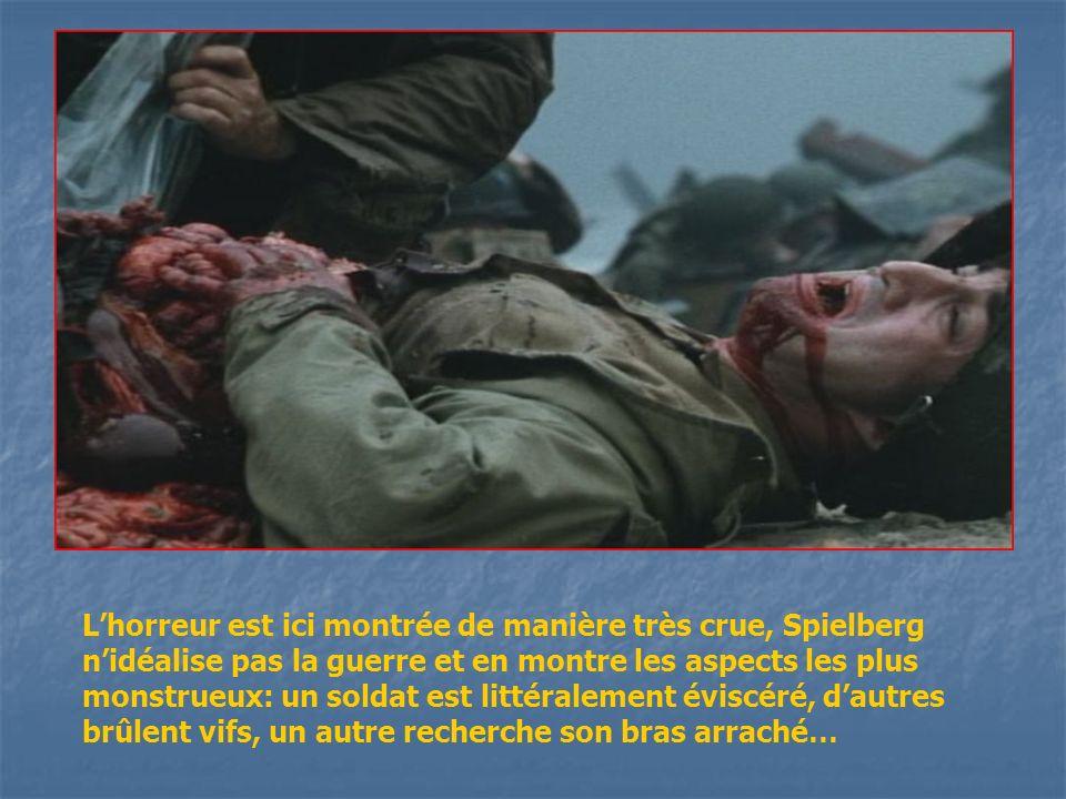 L'horreur est ici montrée de manière très crue, Spielberg n'idéalise pas la guerre et en montre les aspects les plus monstrueux: un soldat est littéralement éviscéré, d'autres brûlent vifs, un autre recherche son bras arraché…