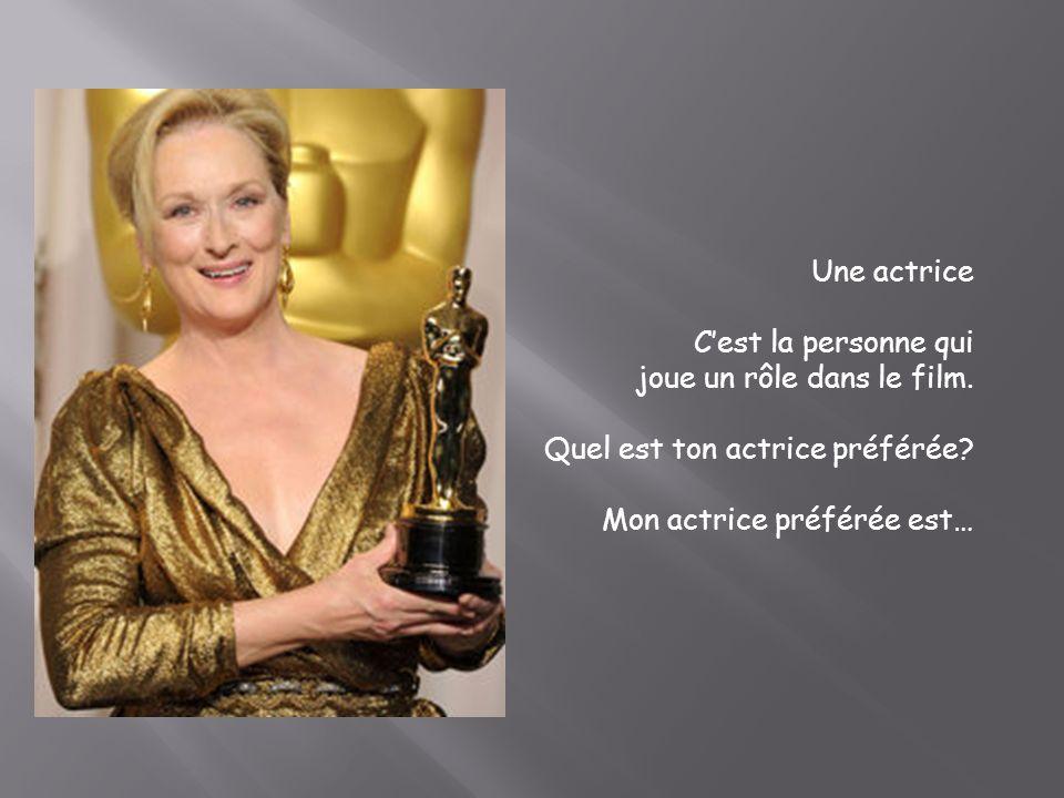 Une actrice C'est la personne qui. joue un rôle dans le film.