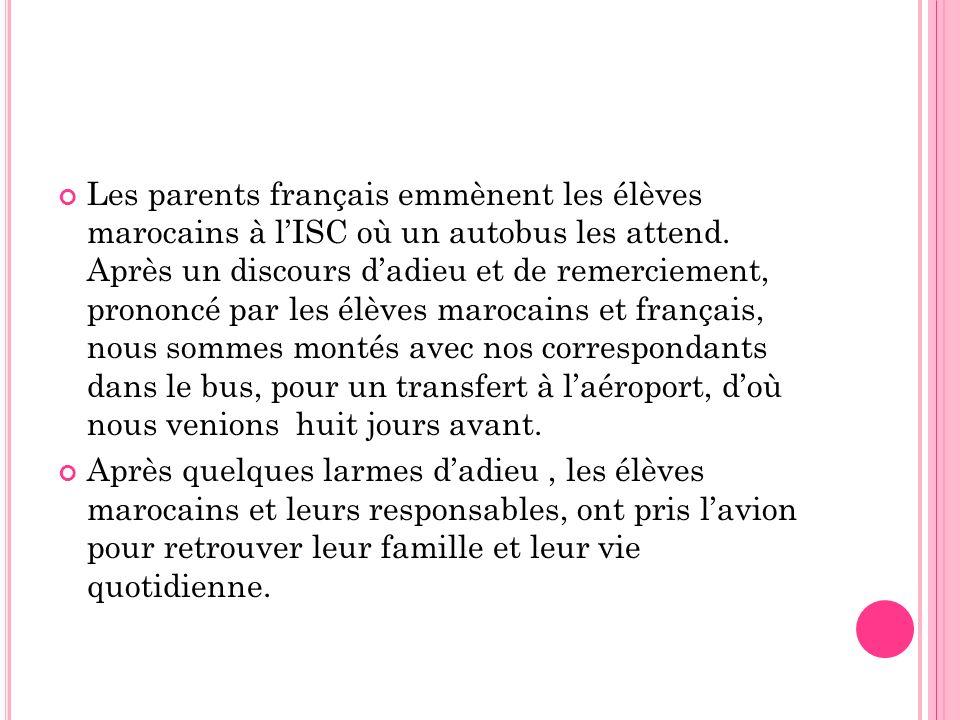 Les parents français emmènent les élèves marocains à l'ISC où un autobus les attend. Après un discours d'adieu et de remerciement, prononcé par les élèves marocains et français, nous sommes montés avec nos correspondants dans le bus, pour un transfert à l'aéroport, d'où nous venions huit jours avant.
