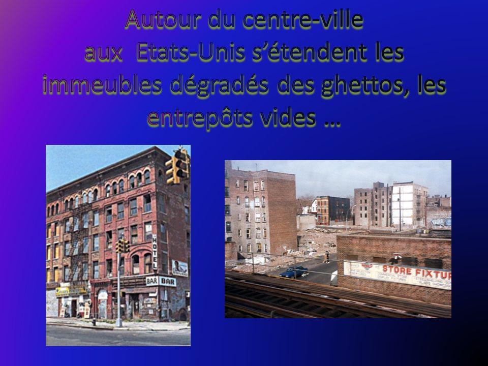 Autour du centre-ville aux Etats-Unis s'étendent les immeubles dégradés des ghettos, les entrepôts vides …