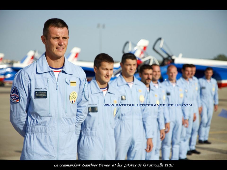 Le commandant Gauthier Dewas et les pilotes de la Patrouille 2012