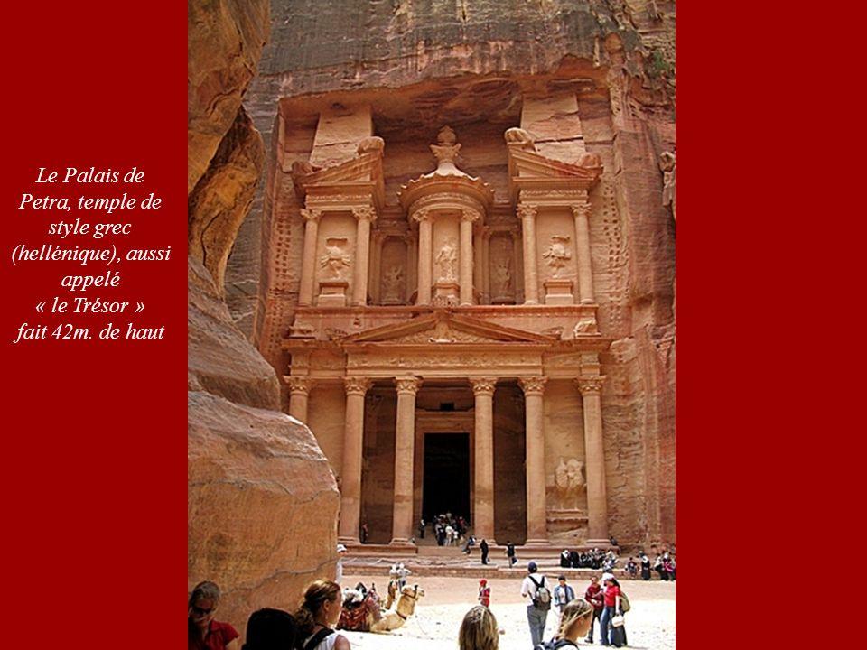 Le Palais de Petra, temple de style grec (hellénique), aussi appelé