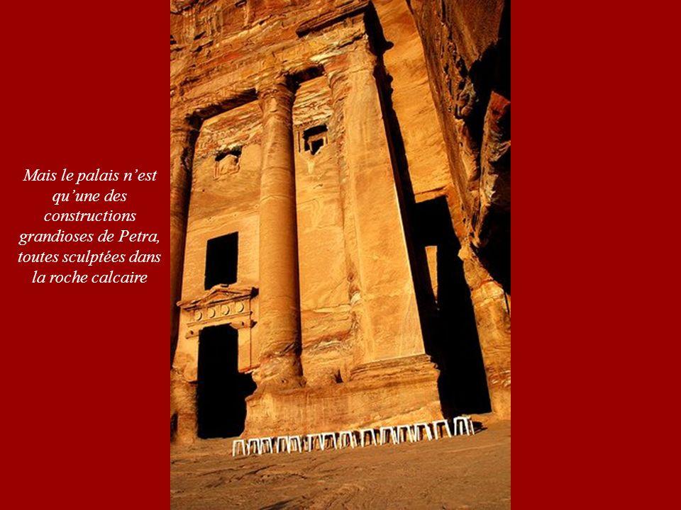 Mais le palais n'est qu'une des. constructions. grandioses de Petra, toutes sculptées dans.