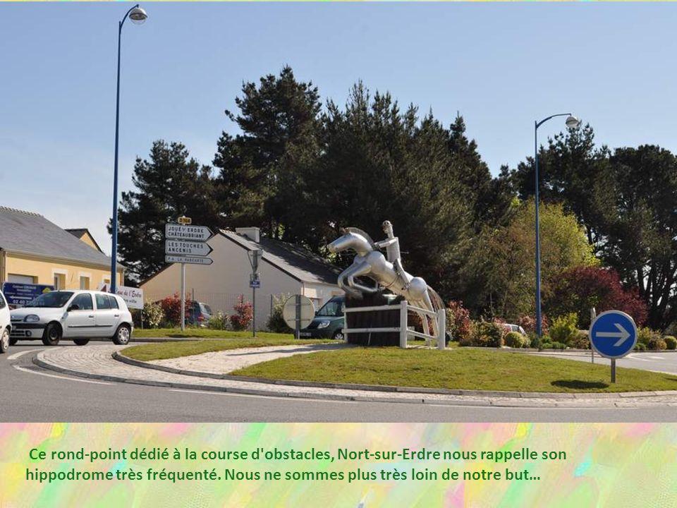 Ce rond-point dédié à la course d obstacles, Nort-sur-Erdre nous rappelle son hippodrome très fréquenté.