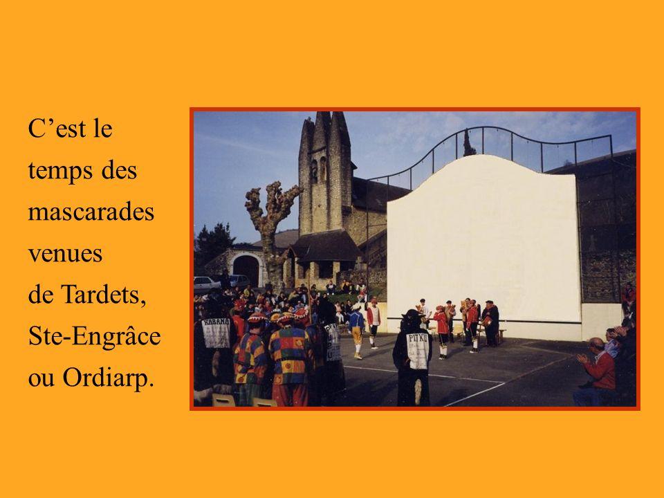 C'est le temps des mascarades venues de Tardets, Ste-Engrâce ou Ordiarp.