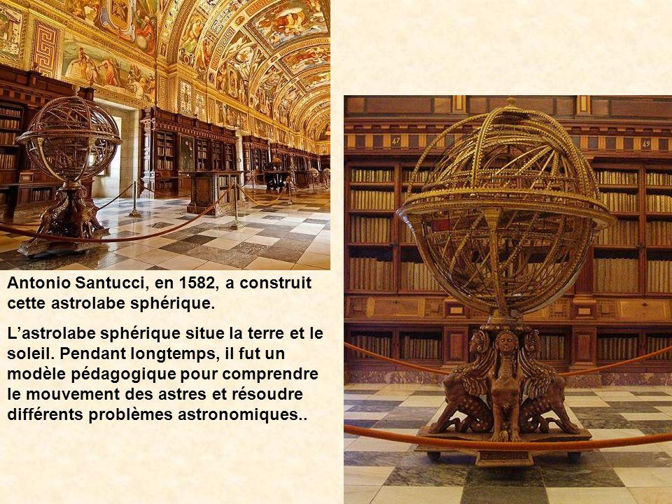 Antonio Santucci, en 1582, a construit cette astrolabe sphérique.