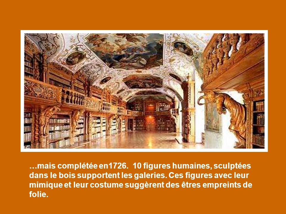 …mais complétée en1726. 10 figures humaines, sculptées dans le bois supportent les galeries.