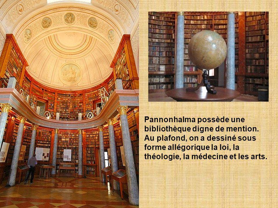 Pannonhalma possède une bibliothèque digne de mention