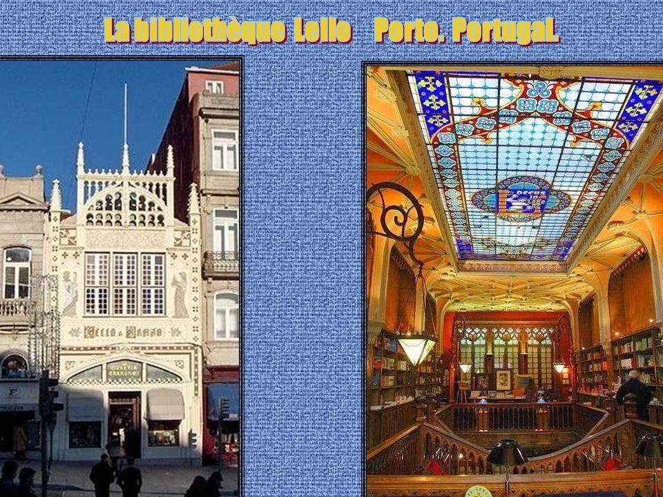 La bibliothèque Lello Porto. Portugal.