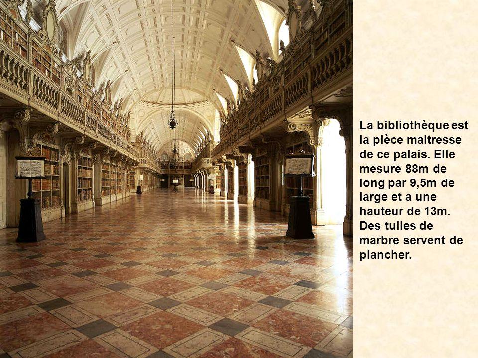 La bibliothèque est la pièce maitresse de ce palais