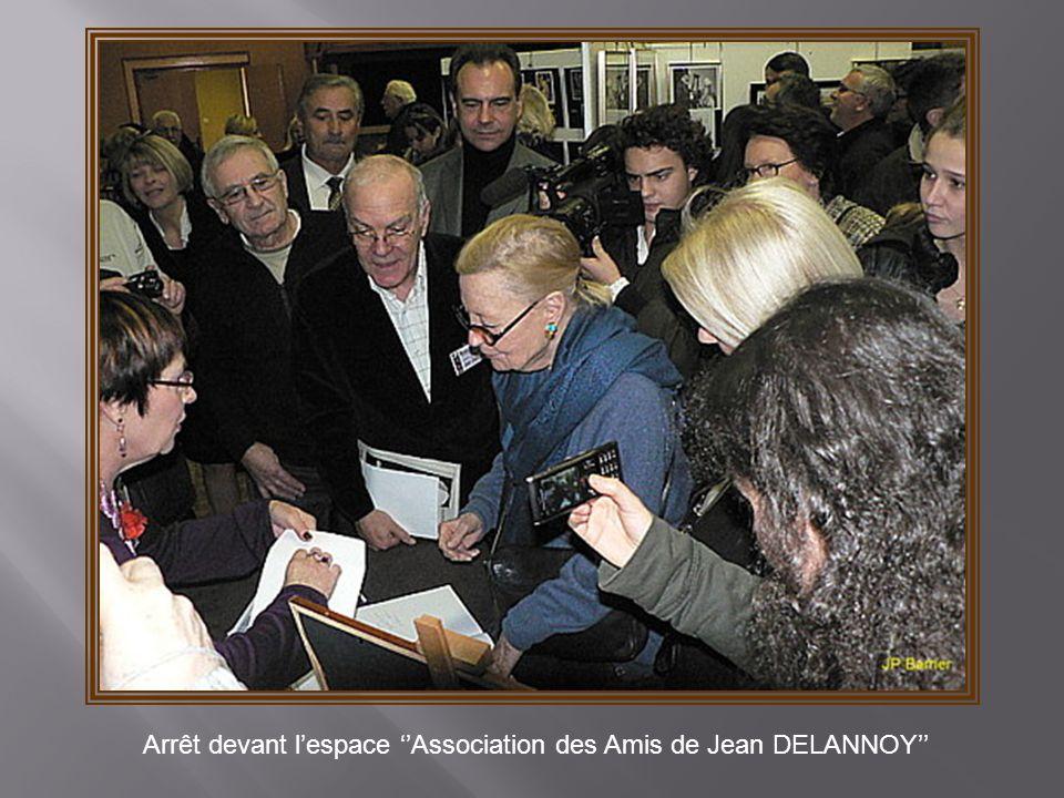 Arrêt devant l'espace ''Association des Amis de Jean DELANNOY''