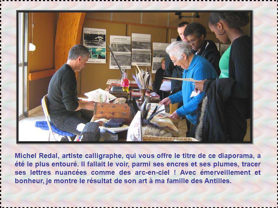 Michel Redal, artiste calligraphe, qui vous offre le titre de ce diaporama, a été le plus entouré.