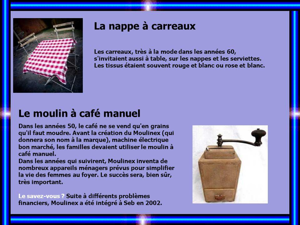 Allez les Filles… La nappe à carreaux Le moulin à café manuel