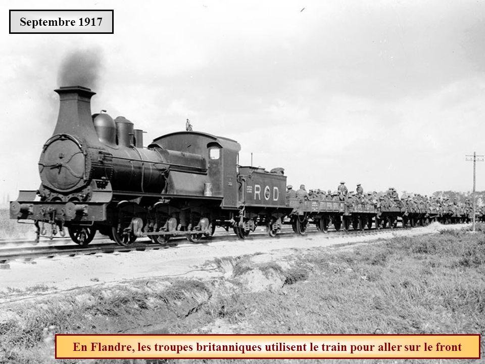 Septembre 1917 En Flandre, les troupes britanniques utilisent le train pour aller sur le front