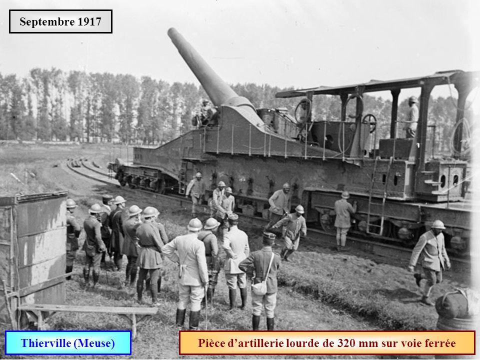 Pièce d'artillerie lourde de 320 mm sur voie ferrée