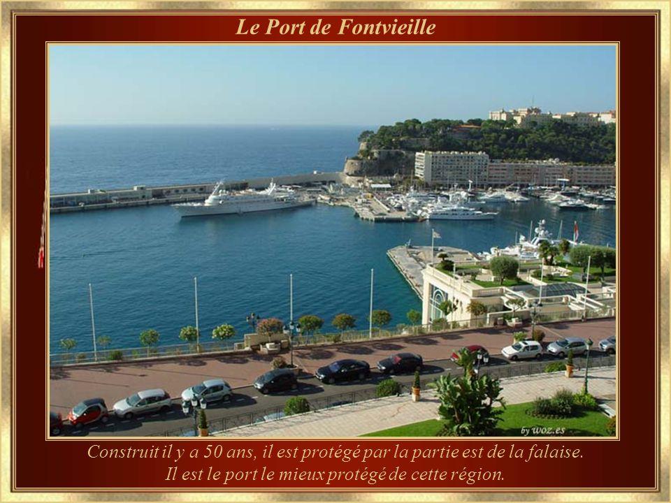 Il est le port le mieux protégé de cette région.