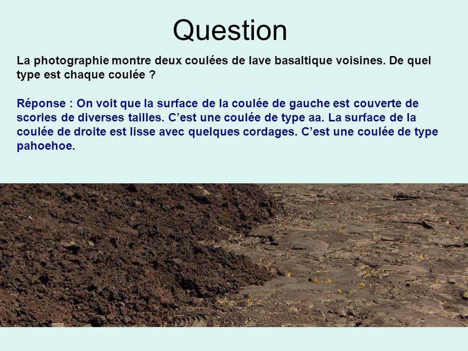 Question La photographie montre deux coulées de lave basaltique voisines. De quel type est chaque coulée