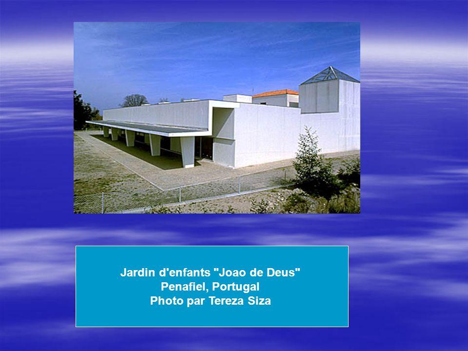 Jardin d enfants Joao de Deus Penafiel, Portugal Photo par Tereza Siza