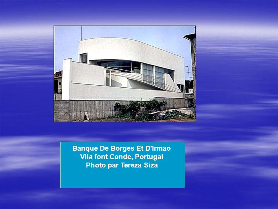 Banque De Borges Et D Irmao Vila font Conde, Portugal Photo par Tereza Siza