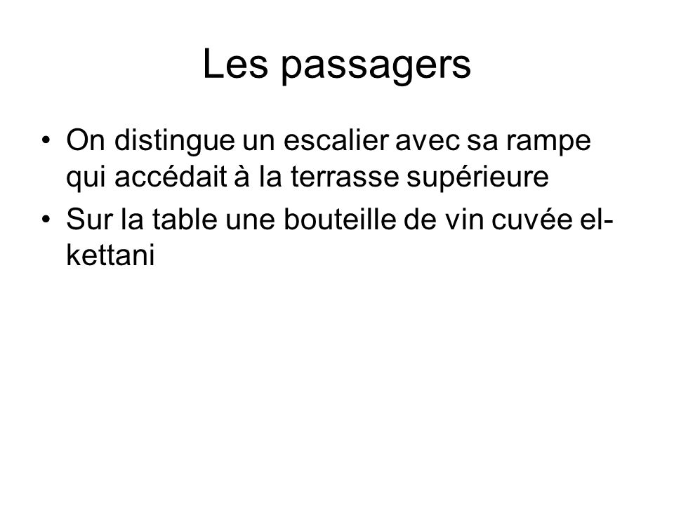 Les passagers On distingue un escalier avec sa rampe qui accédait à la terrasse supérieure.