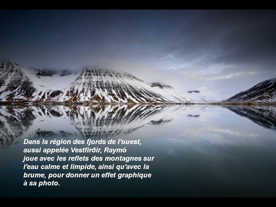 Dans la région des fjords de l ouest, aussi appelée Vestfirðir, Raymó joue avec les reflets des montagnes sur l eau calme et limpide, ainsi qu avec la brume, pour donner un effet graphique à sa photo.