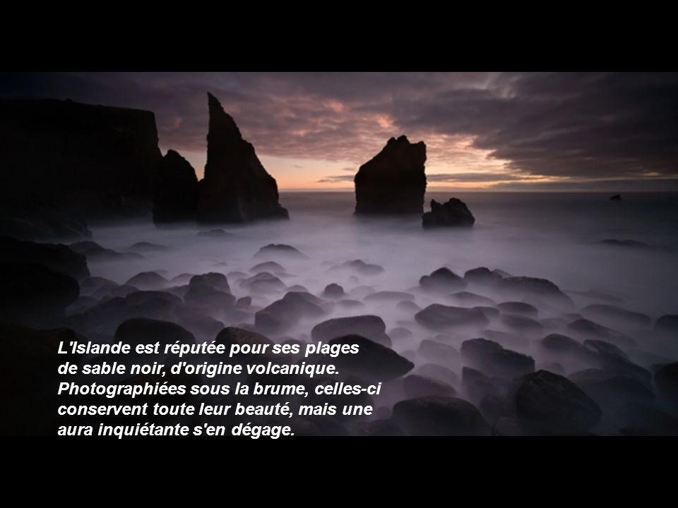 L Islande est réputée pour ses plages de sable noir, d origine volcanique.