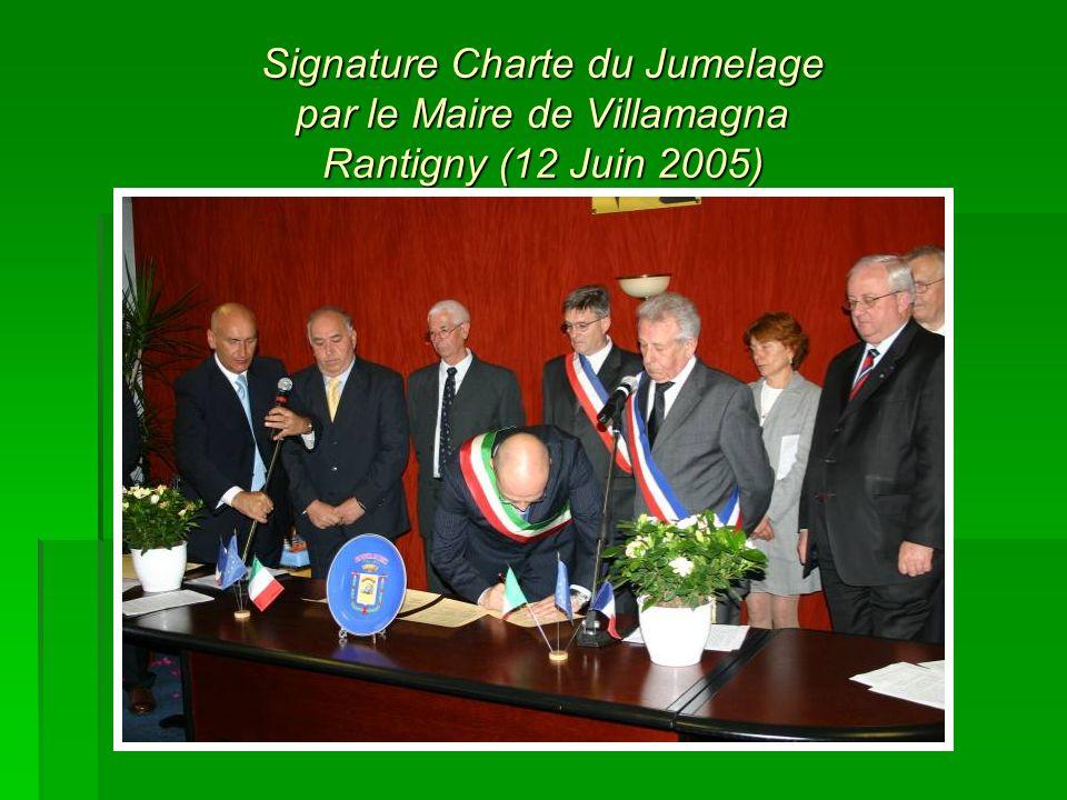 Signature Charte du Jumelage par le Maire de Villamagna Rantigny (12 Juin 2005)