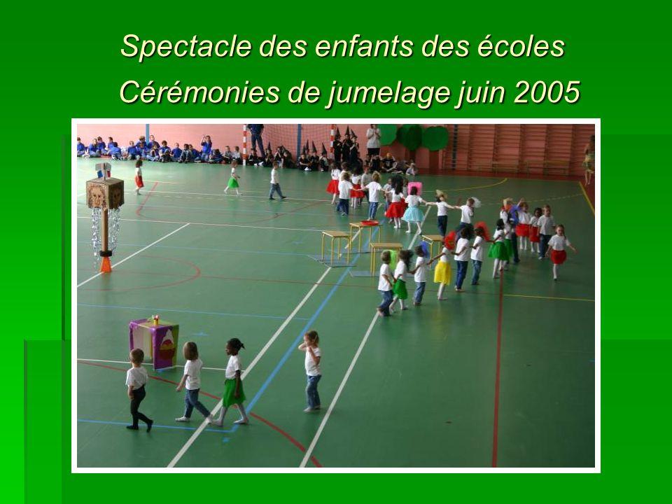 Spectacle des enfants des écoles Cérémonies de jumelage juin 2005