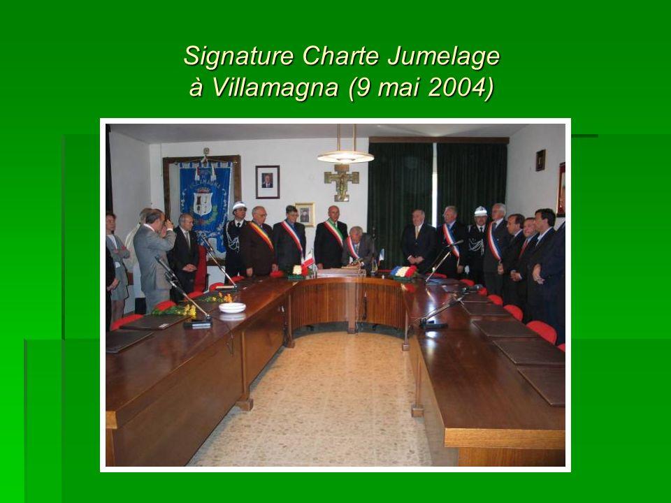 Signature Charte Jumelage à Villamagna (9 mai 2004)