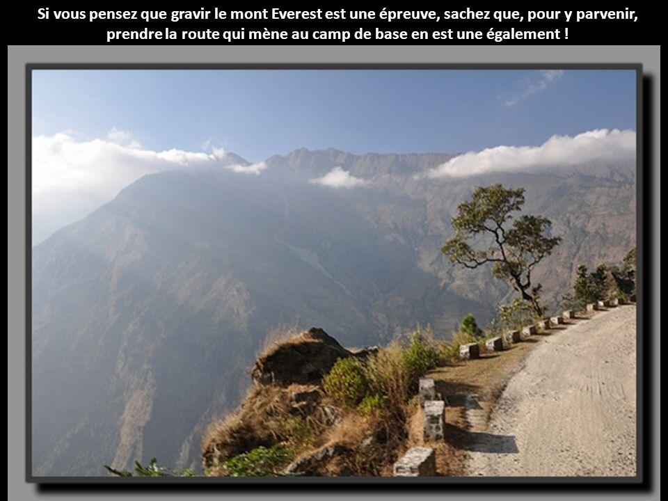 Si vous pensez que gravir le mont Everest est une épreuve, sachez que, pour y parvenir, prendre la route qui mène au camp de base en est une également !