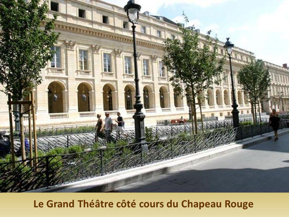Le Grand Théâtre côté cours du Chapeau Rouge