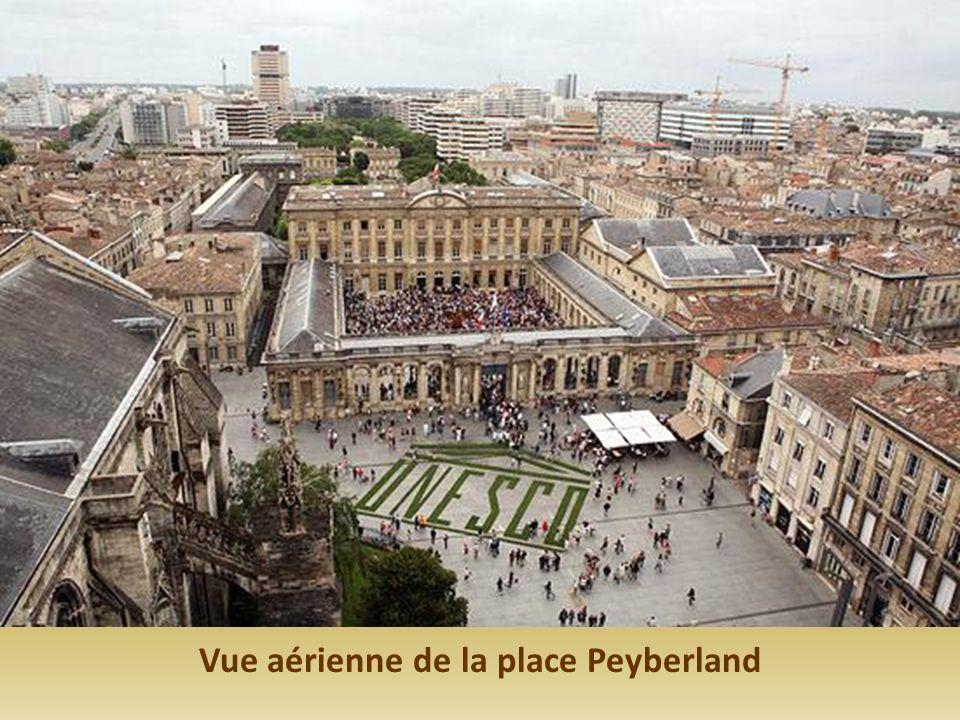 Vue aérienne de la place Peyberland